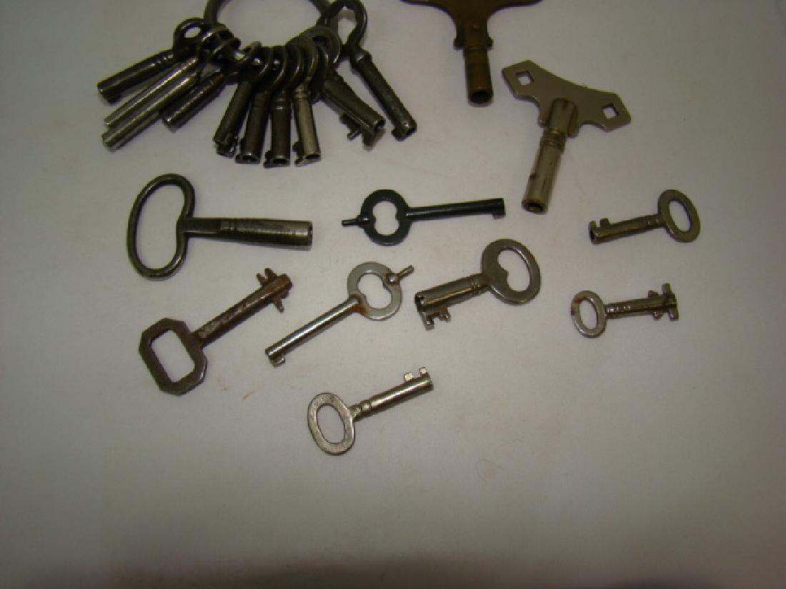 ANTIQUE SMALL BARREL SKELETON & CLOCK KEYS - 3