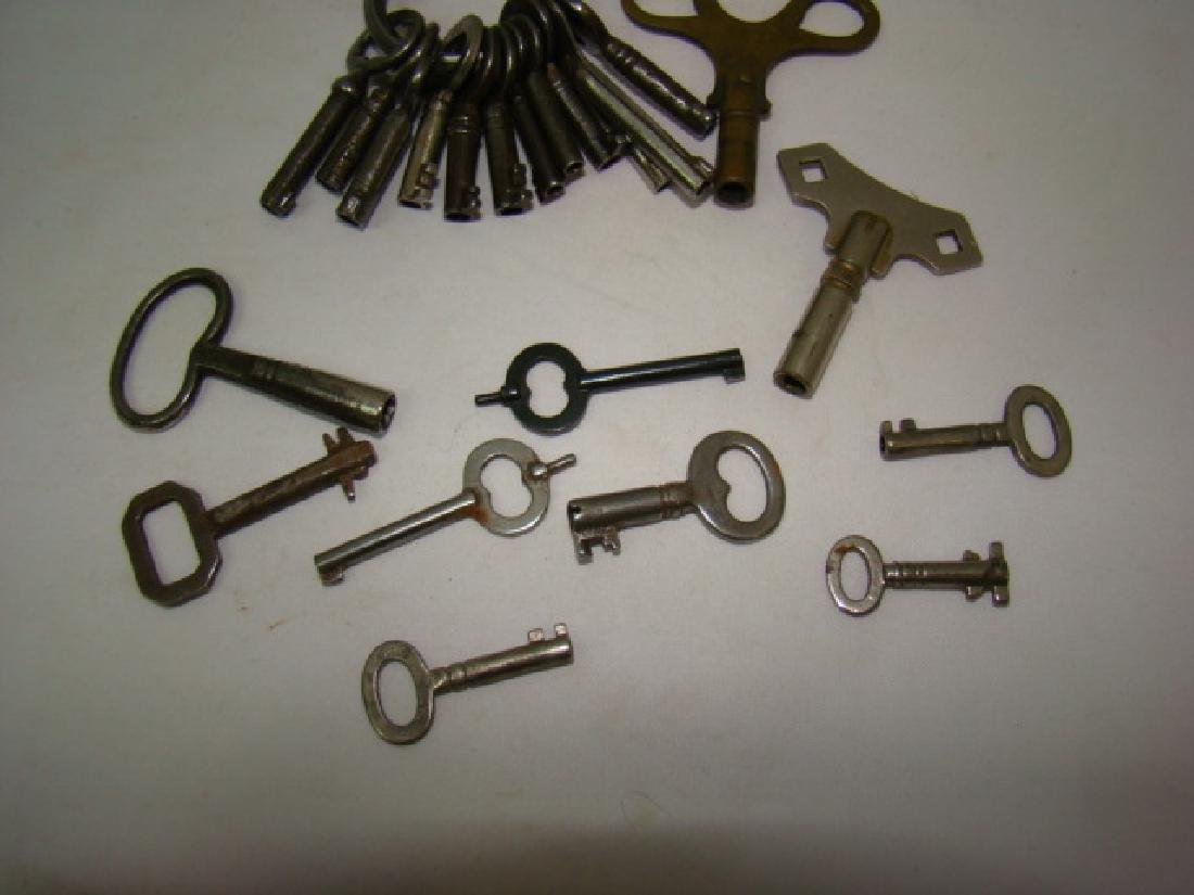 ANTIQUE SMALL BARREL SKELETON & CLOCK KEYS - 6