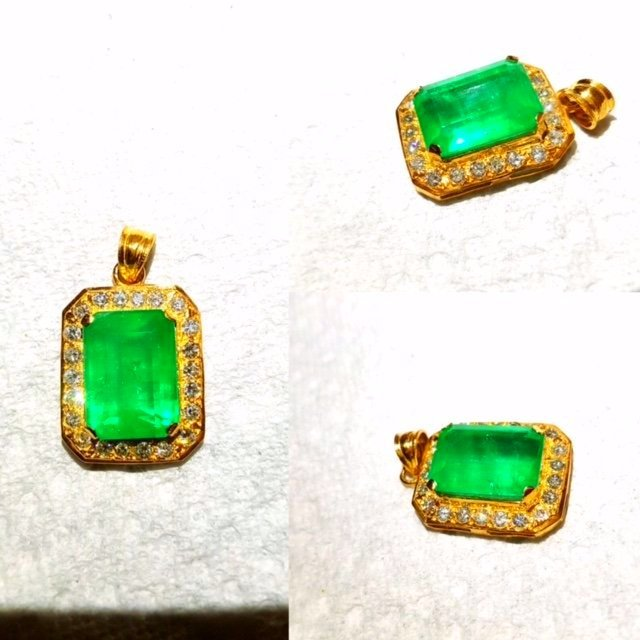 21K Gold, 19.00 carat Emerald And Diamond Pendant
