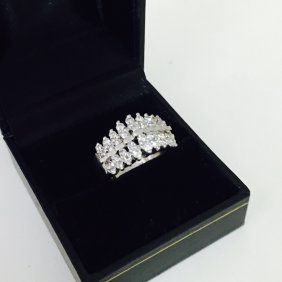 1.00CT DIAMOND AND 14K WHITE GOLD COCKTAIL RING.