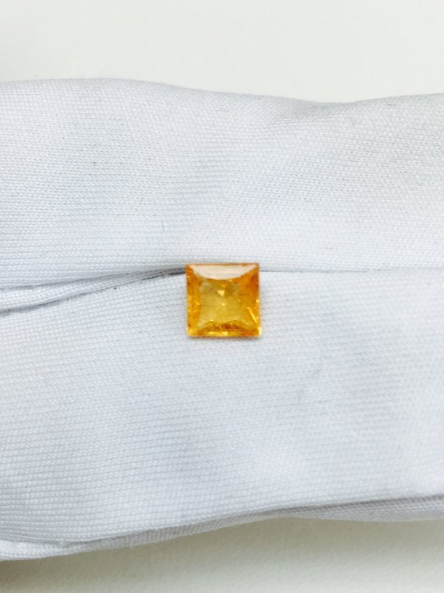 1.05 Carat, Orange / Yellow Sapphire. (Princess Cut)