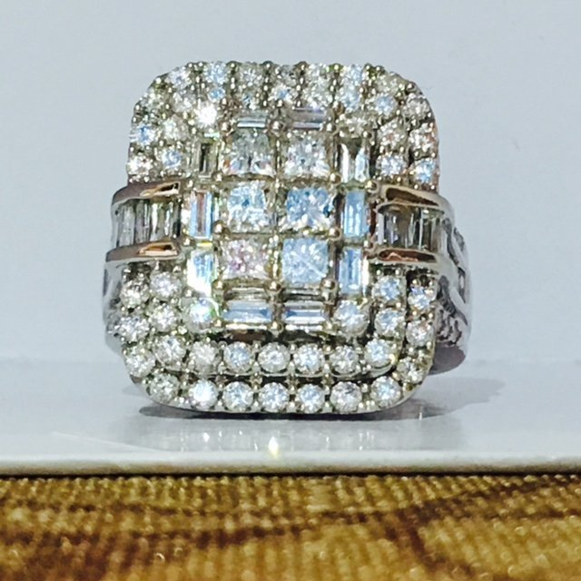 14K White Gold, 3.00 Carat VS Diamond Cluster Ring.