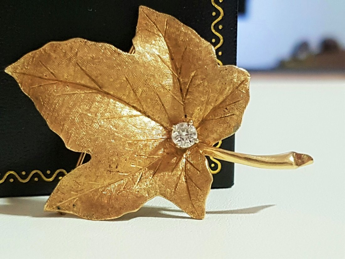14k Yellow Gold and Diamond Maple Leaf Pin