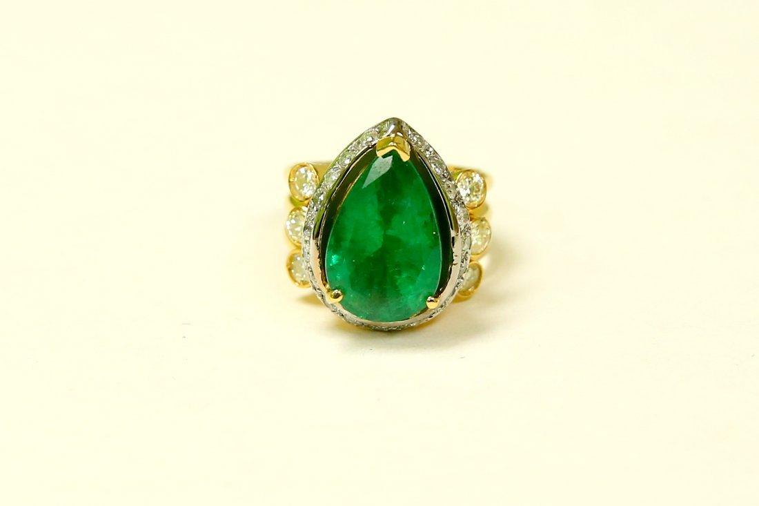 18k Yellow Gold, 8.5CT Colombian Emerald & Diamond Ring