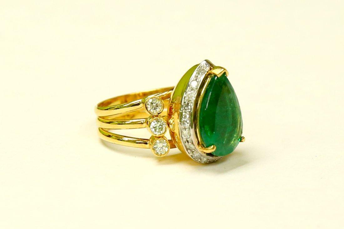 18k Yellow Gold, 8.5CT Colombian Emerald & Diamond Ring - 2