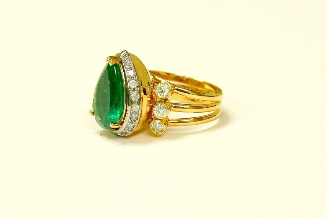18k Yellow Gold, 8.5CT Colombian Emerald & Diamond Ring - 3