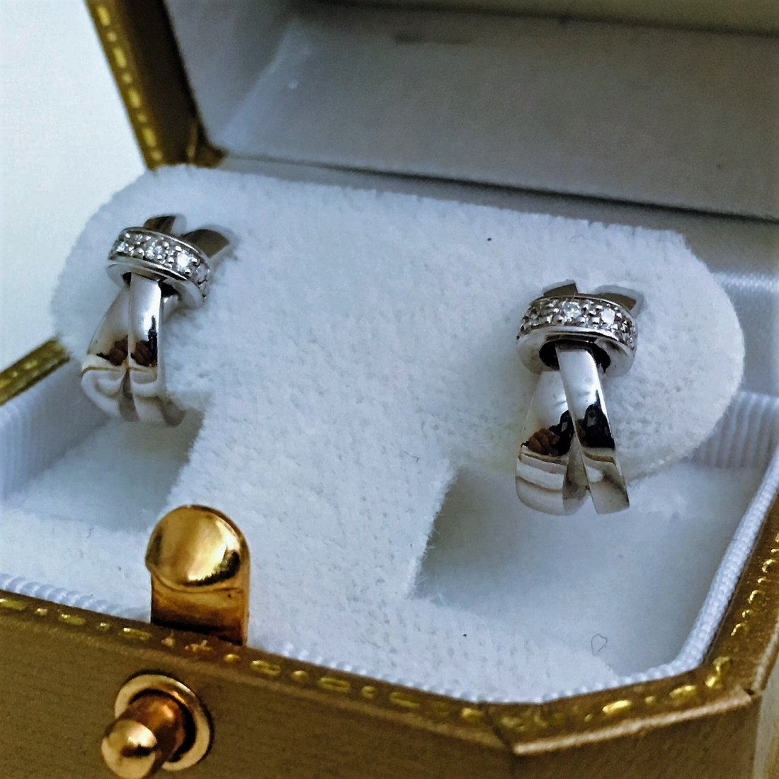 18K WHITE GOLD AND DIAMOND EARRINGS. (GUY LAROCHE)