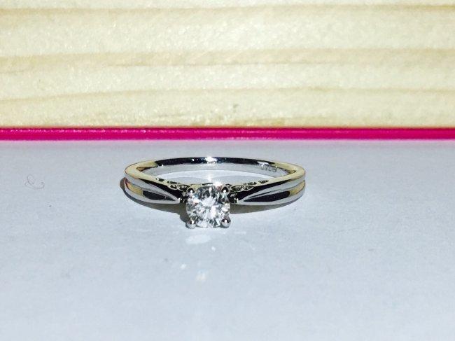 18K 750 Diamond Engagement Ring