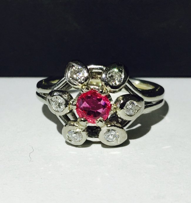 VINTAGE WHITE GOLD DIAMOND AND PINK SAPPHIRE RING