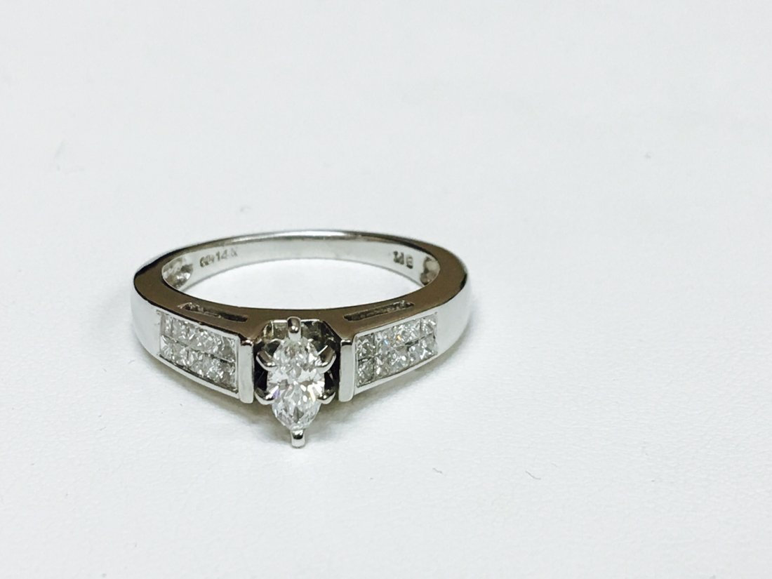 1.00 CTW VS-SI Marquise Diamond Engagement Ring