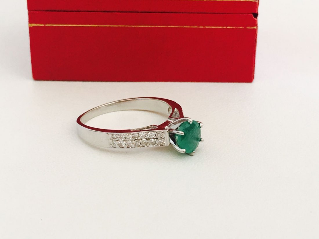 14K gold, 0.50 carat Colombian Emerald and Diamond Ring - 2
