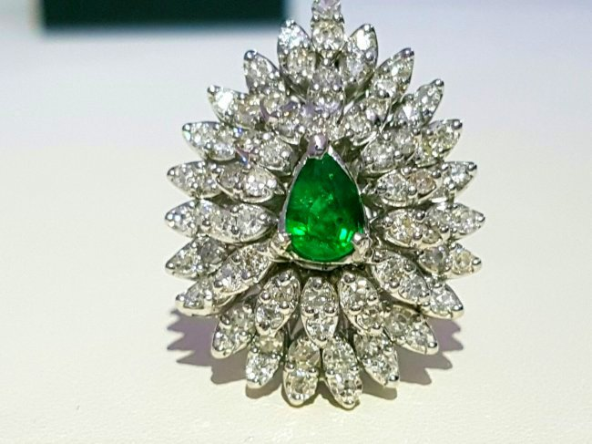 14k gold  4.5 ct  Diamond & COLOMBIAN EMERALD RING