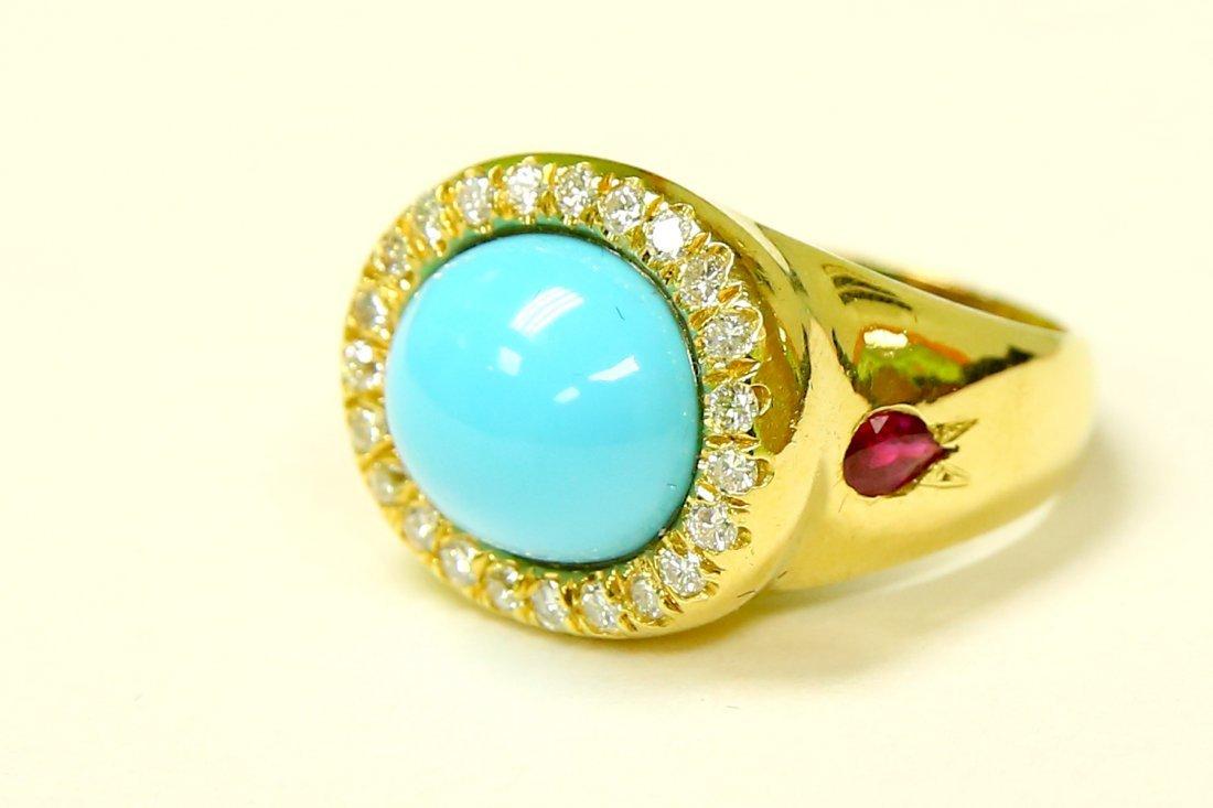 18K YELLOW GOLD. TURQUOISE, RUBY & DIAMOND RING