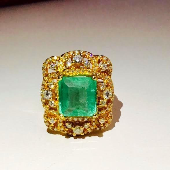 18k Yellow Gold Vintage Emerald Diamond Cocktail Ring