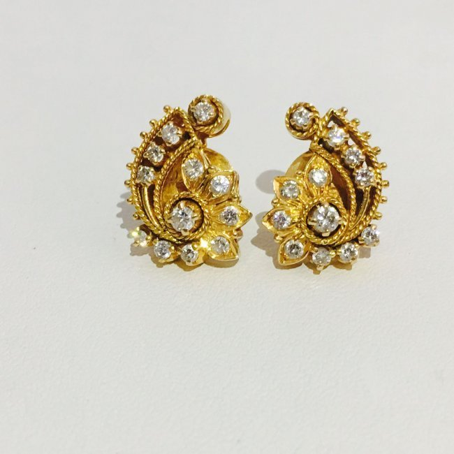18K Yellow Gold 1 carat vintage Diamond Earrings.