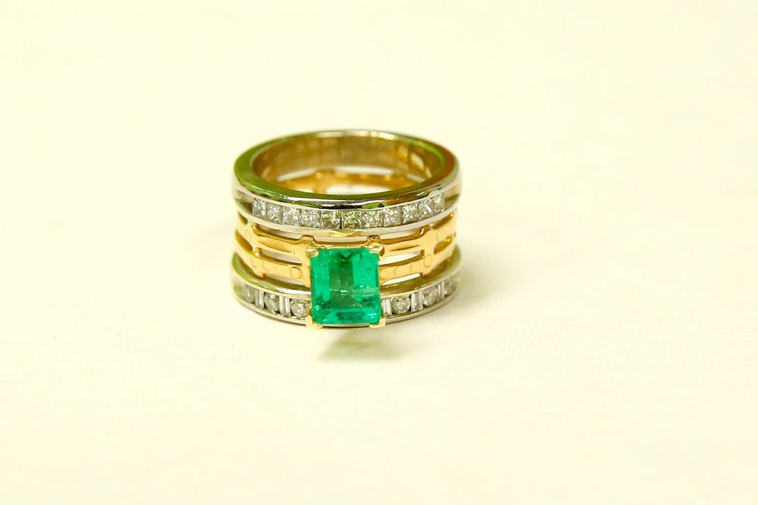 3.25 CT Colombian Emerald and VS/G Diamond 2 tone ring