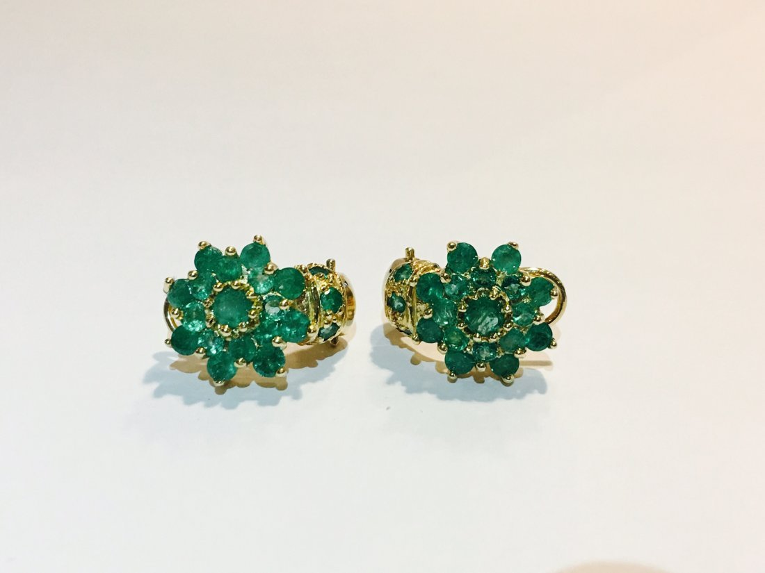 18K Gold and 11.00 CT Emerald Vintage Earrings $11,000 - 3