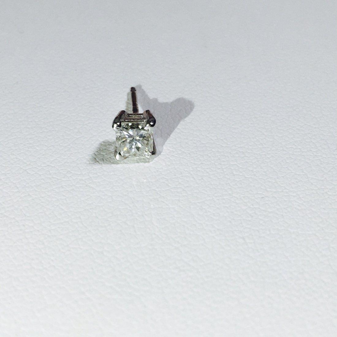 14K White Gold 0.30 CT Diamond Stud/Earring.