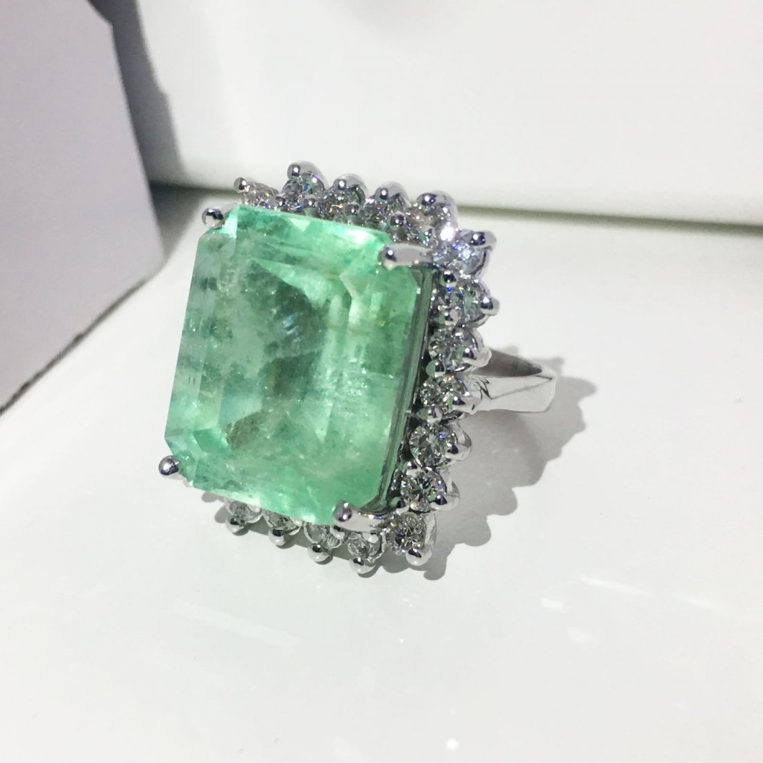 14k Gold, Diamond & 100% natural Colombian Emerald Ring - 2