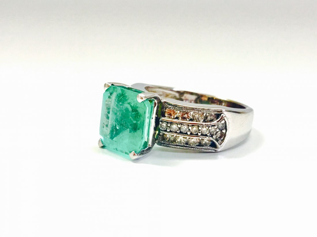 6.00 Carat Colombian Emerald and Diamond Ring - 3
