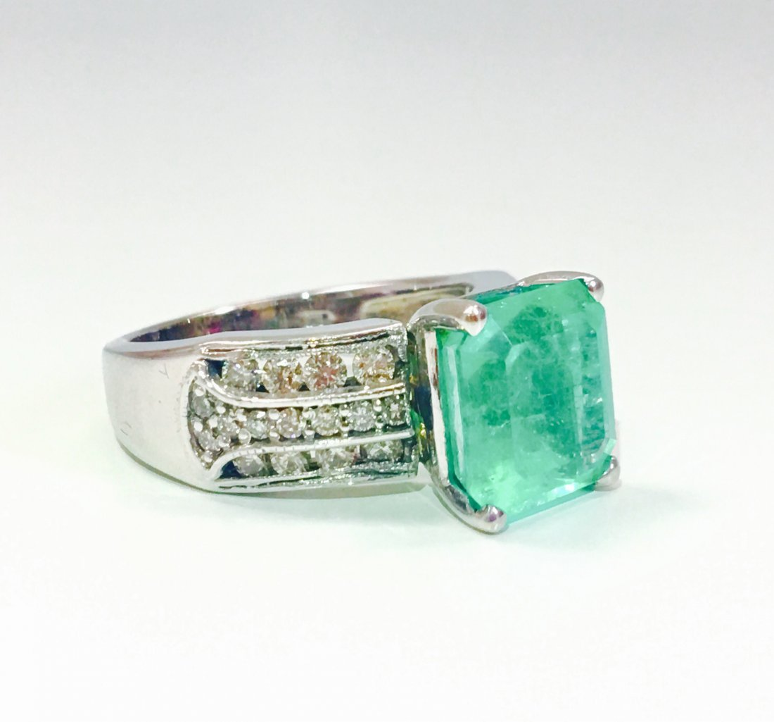 6.00 Carat Colombian Emerald and Diamond Ring - 4