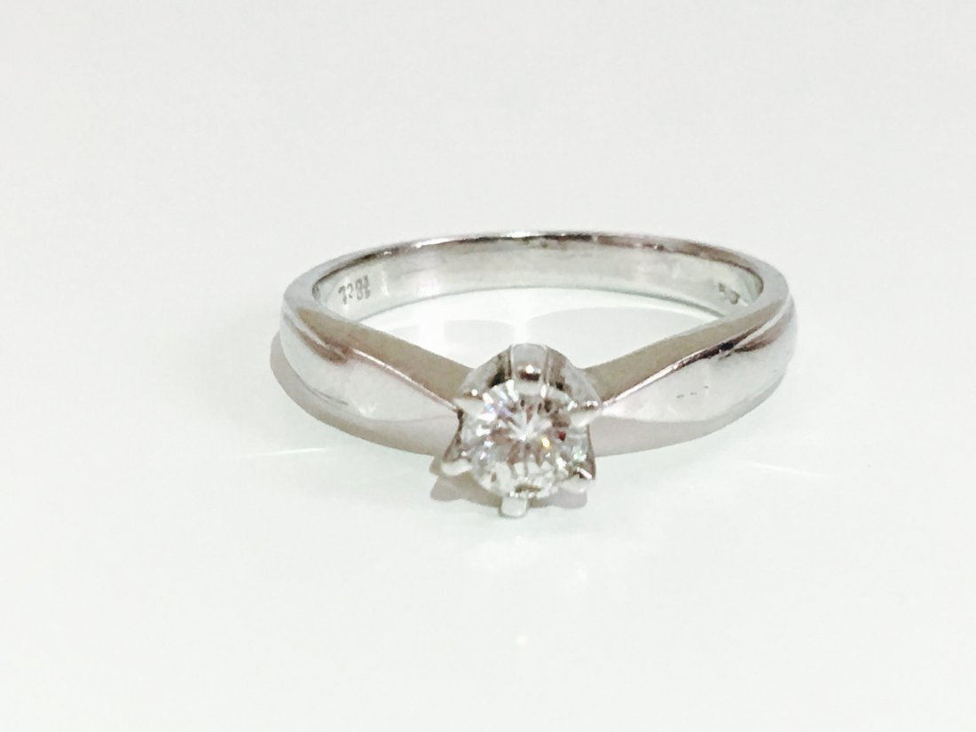 18K 750, 0.35 carat VS/G Diamond Engagement Ring - 4