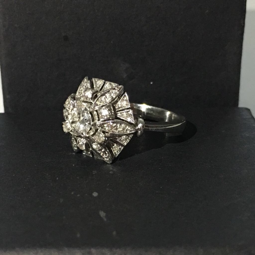 18K White Gold, 2.05 Carat VS-G Vintage Diamond Ring - 2