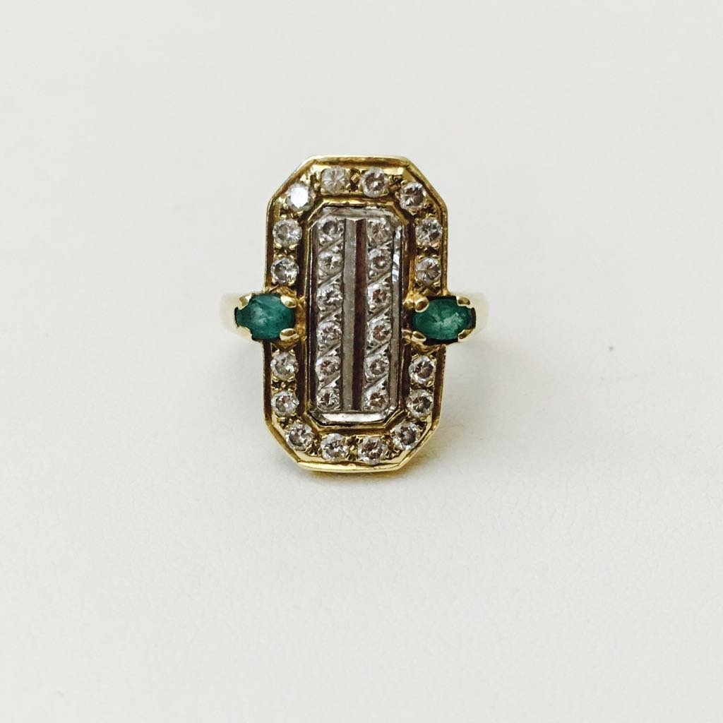 14K gold, 2.20 Carat Diamond and Emerald vintage ring.