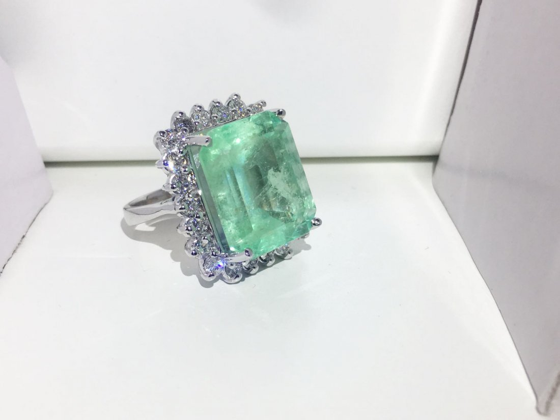 14k Gold, Diamond & 100% natural Colombian Emerald Ring - 3
