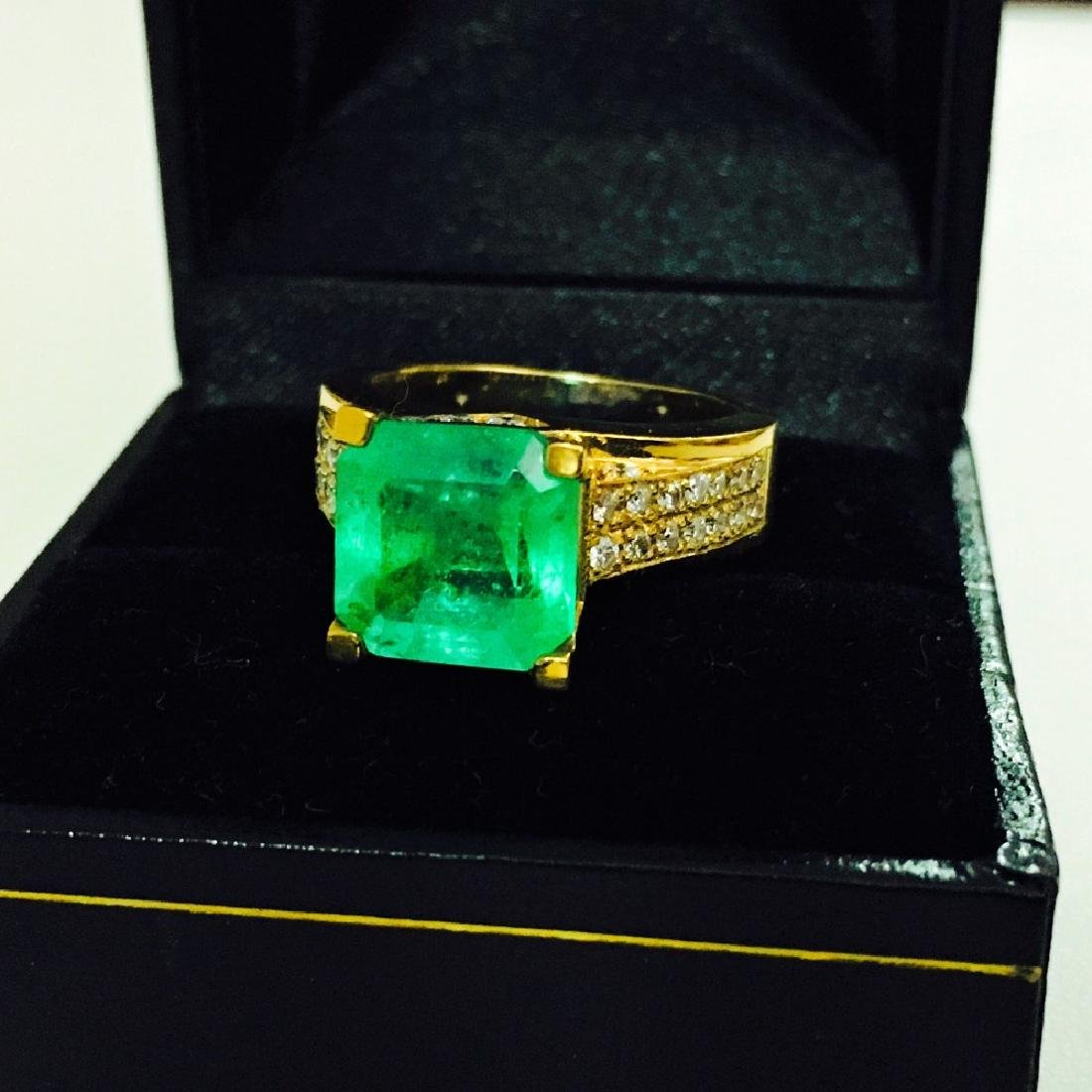 18k Gold, Diamond And Colombian Emerald Ring (GIA)