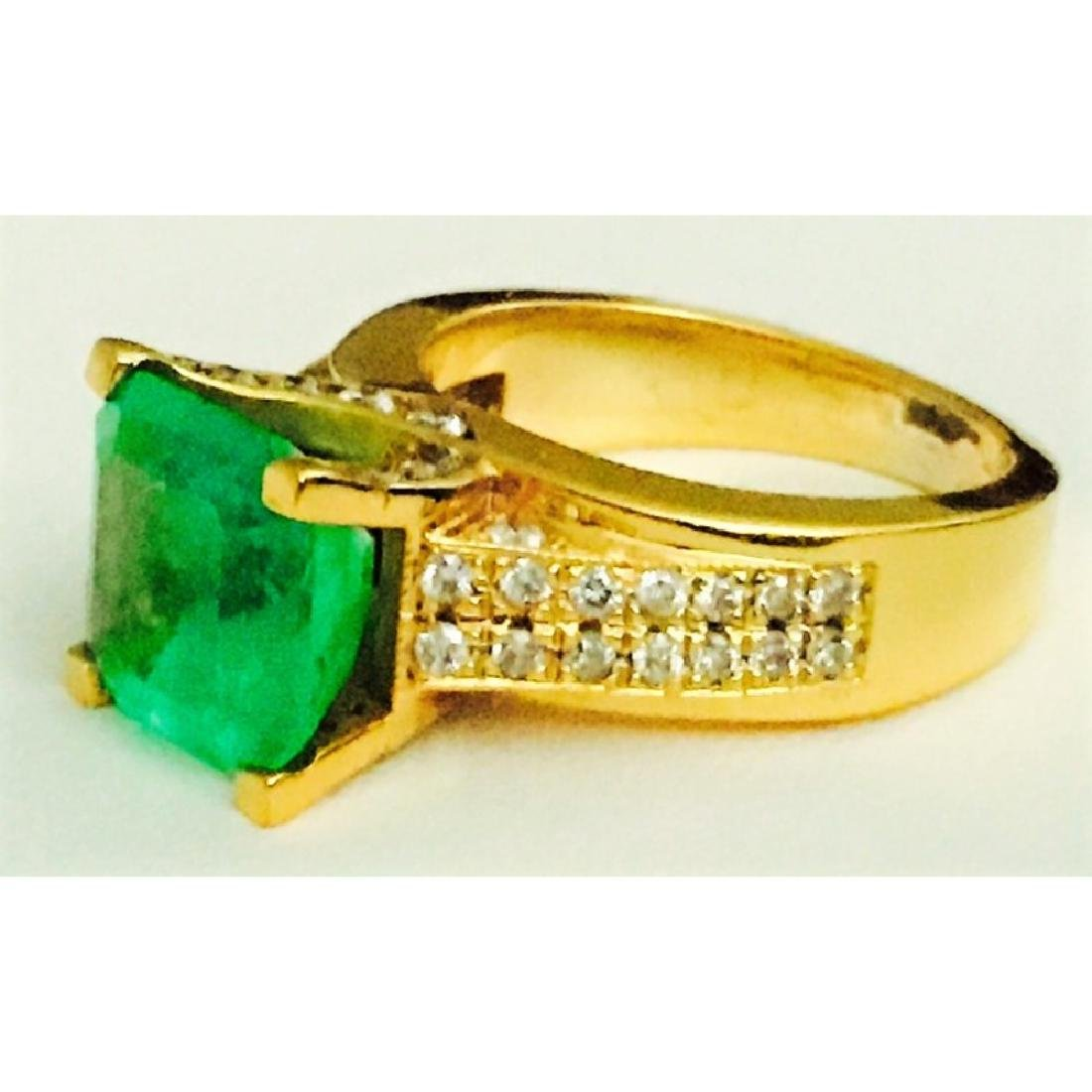 18k Gold, Diamond And Colombian Emerald Ring (GIA) - 3