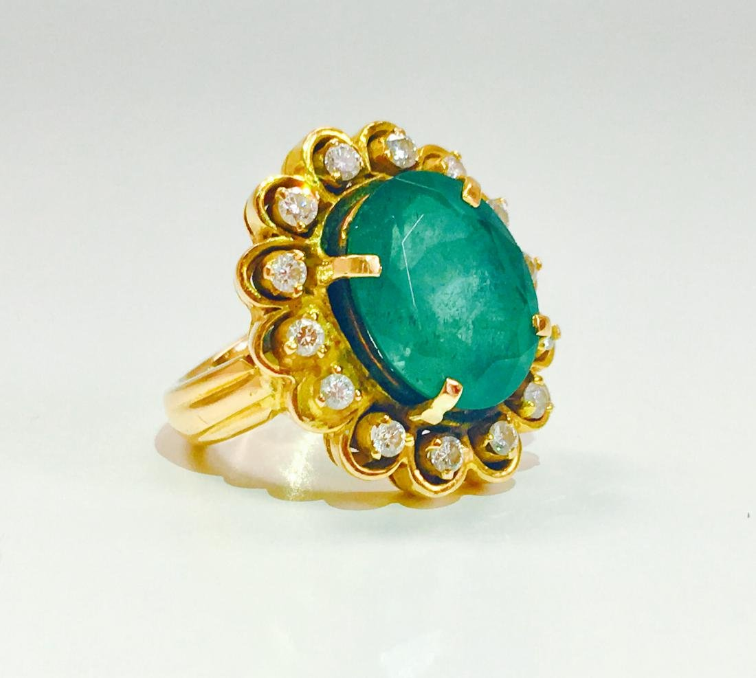 Vintage 18K, 5.50 CT Emerald & VS Clarity Diamond Ring - 2