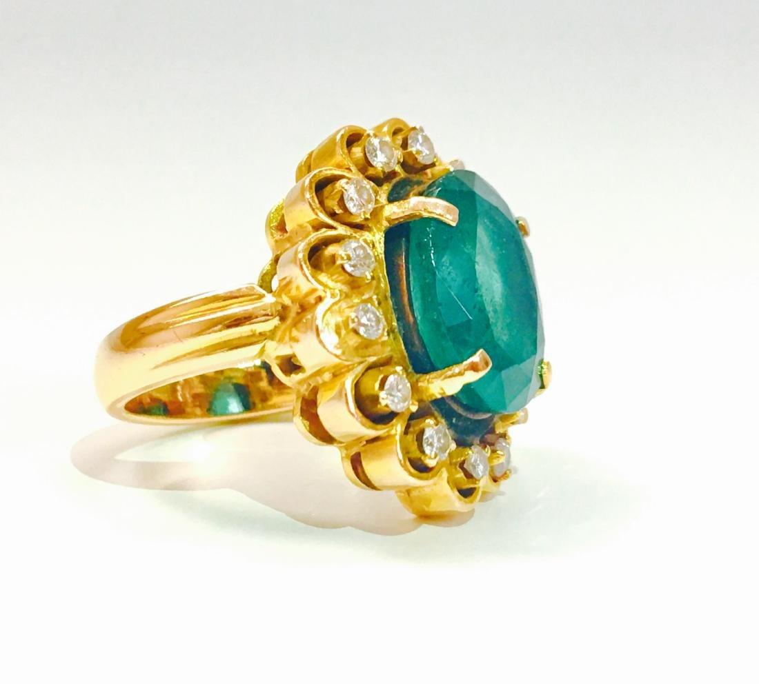 Vintage 18K, 5.50 CT Emerald & VS Clarity Diamond Ring - 3