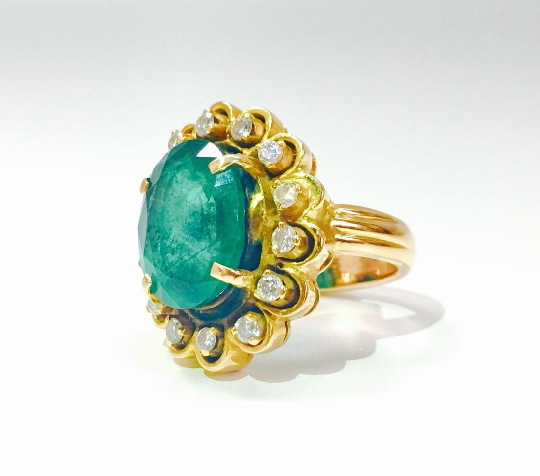 Vintage 18K, 5.50 CT Emerald & VS Clarity Diamond Ring - 4