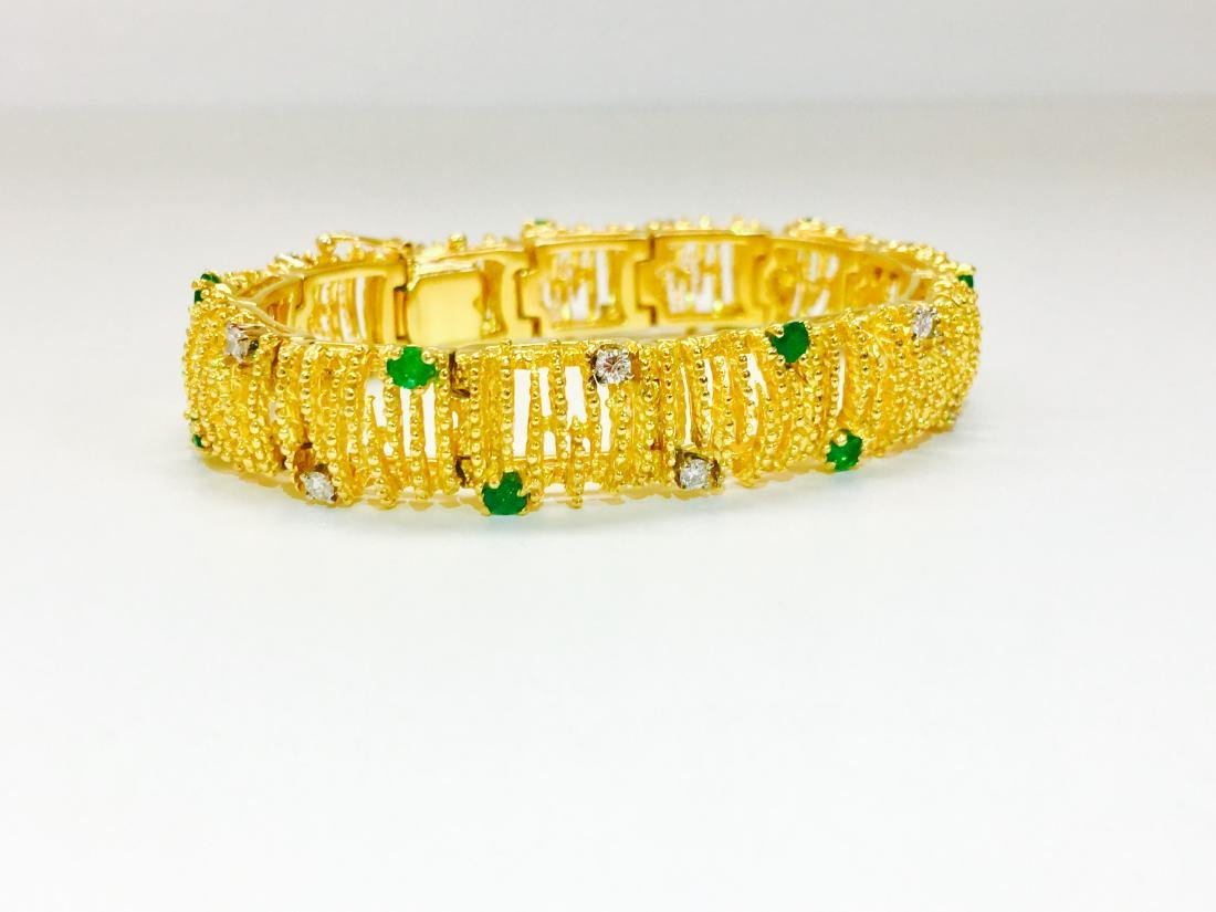 18K Gold, Emerald and Diamond Bracelet La Triomphe - 2