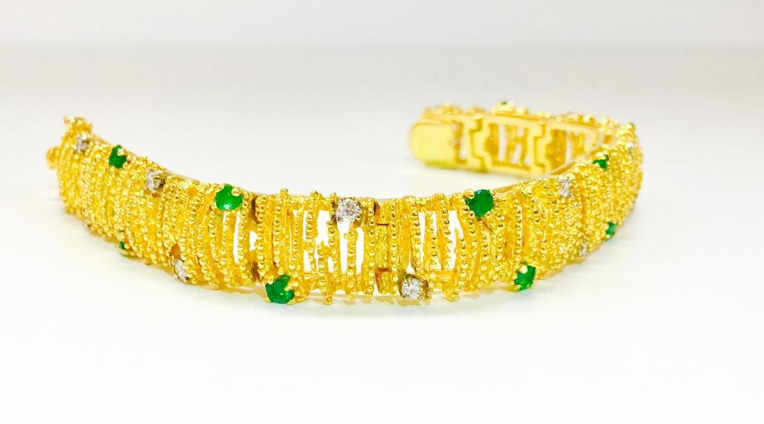 18K Gold, Emerald and Diamond Bracelet La Triomphe - 3
