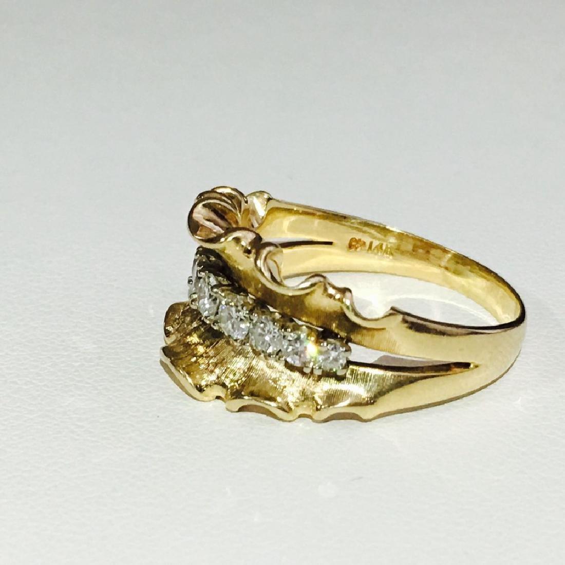 14K Yellow Gold, 1.10 Carat VINTAGE White Diamond Ring. - 2
