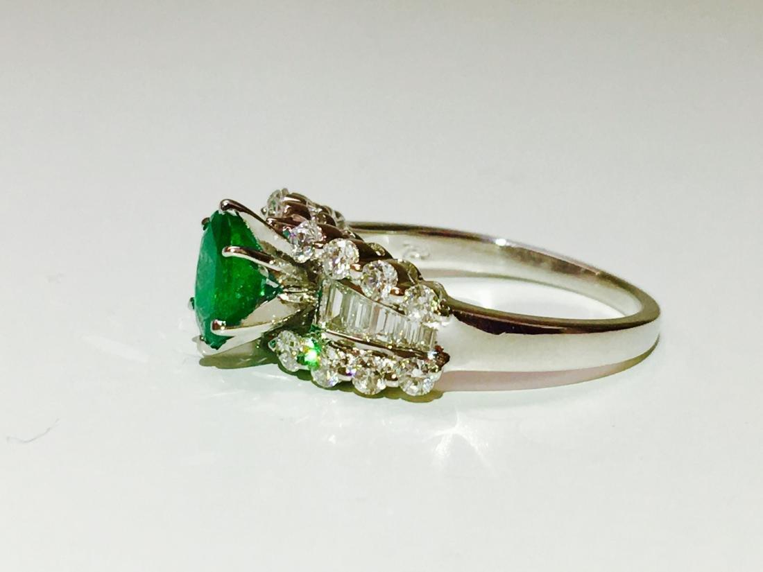 14K white gold, Emerald and VS diamond Ring - 2