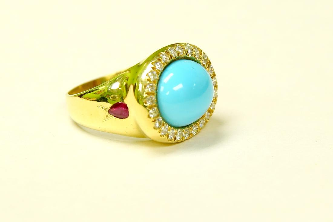 18K YELLOW GOLD. TURQUOISE, RUBY & DIAMOND RING - 2