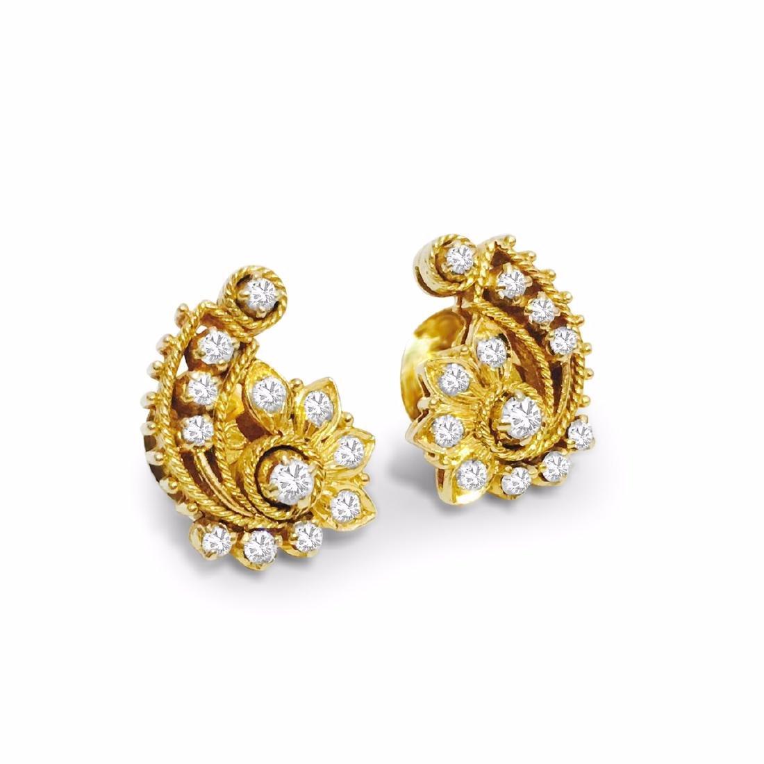 18K Yellow Gold 1 carat vintage Diamond Earrings. - 3