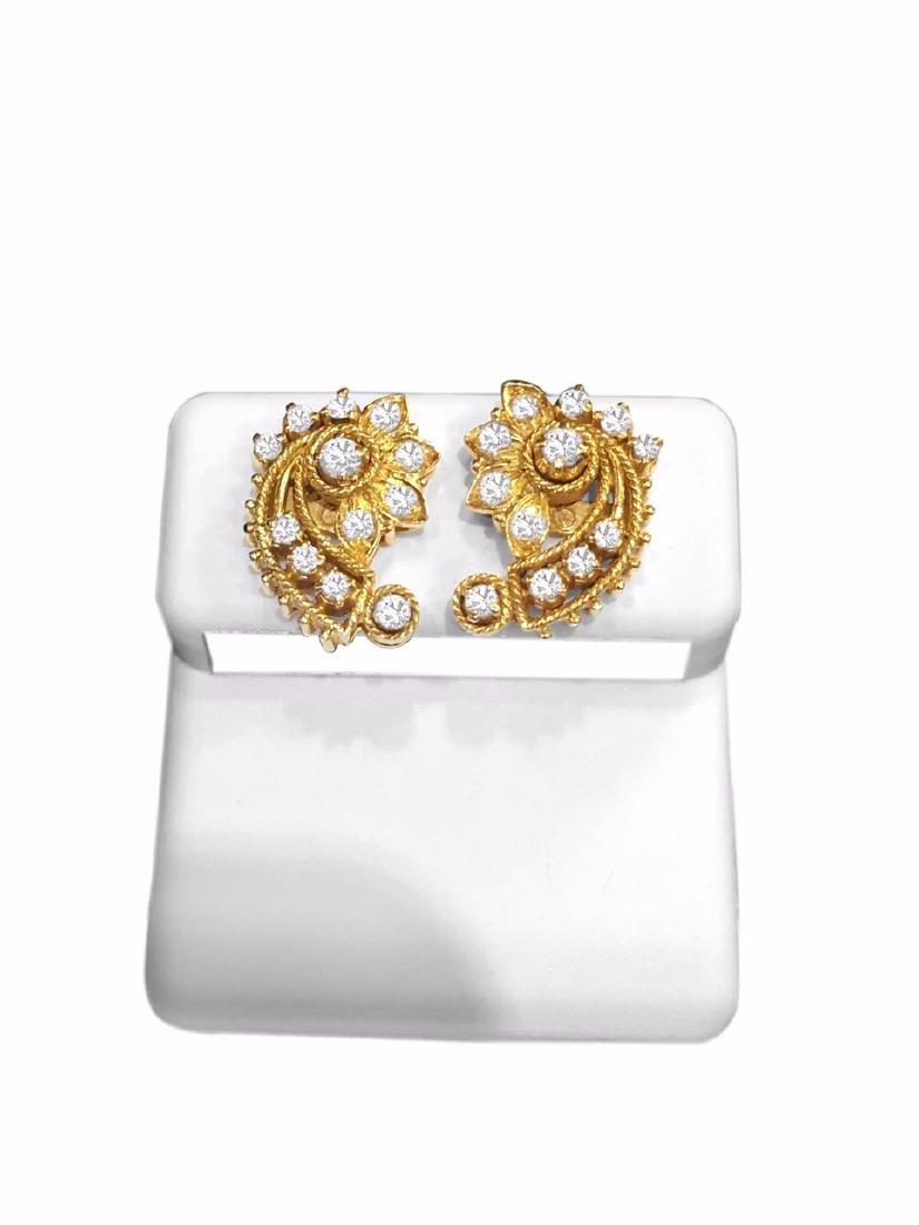 18K Yellow Gold 1 carat vintage Diamond Earrings. - 4