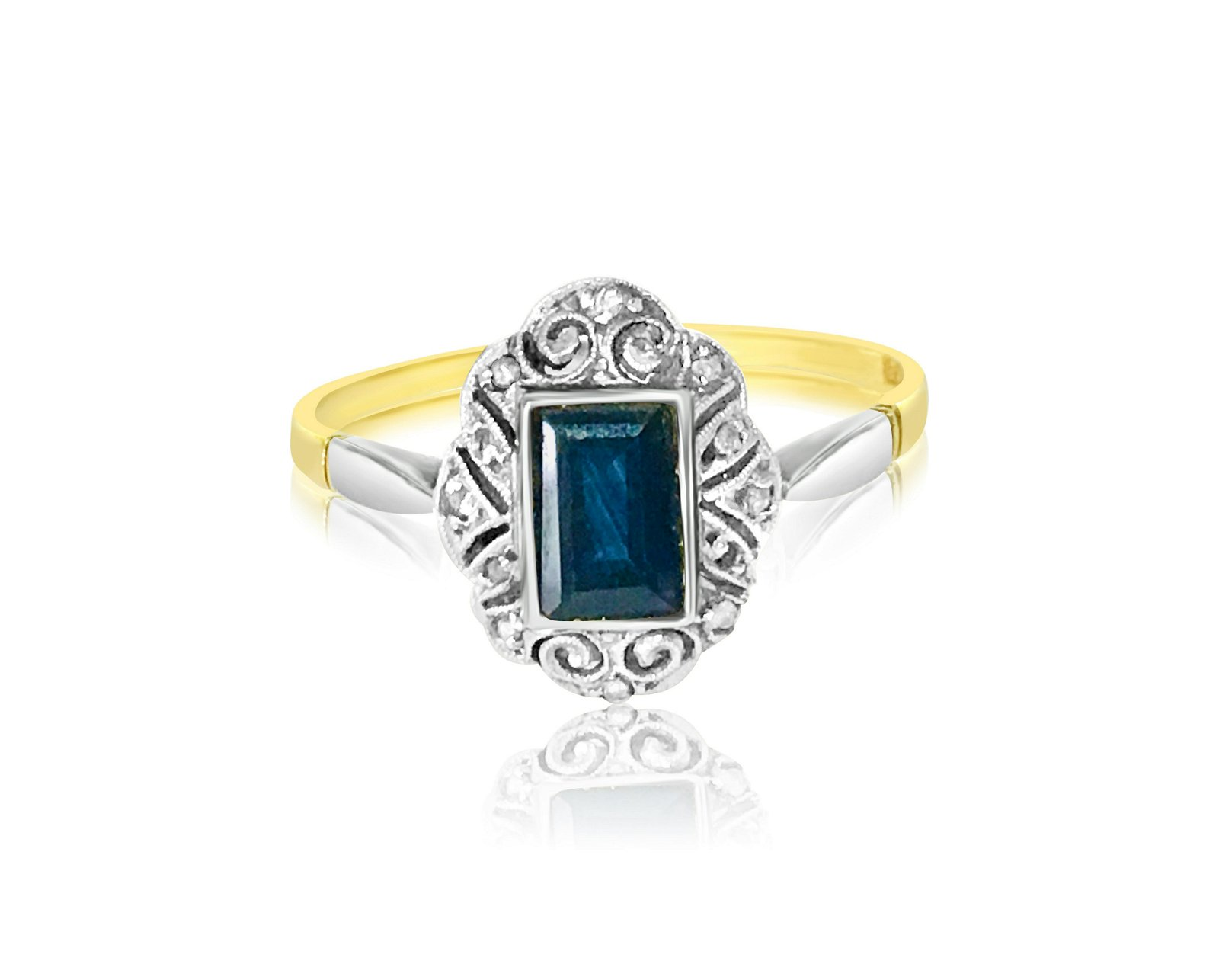 Vintage 18K Gold and 1.50 Carat Blue Sapphire Ring