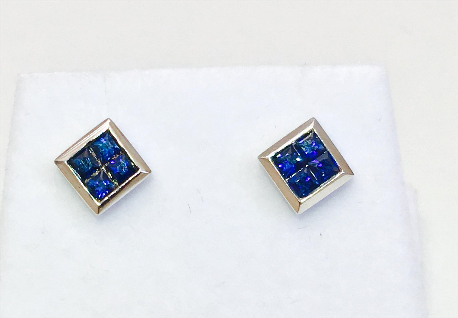 14K gold. 0.80 CT Blue Sapphire Studs Earrings