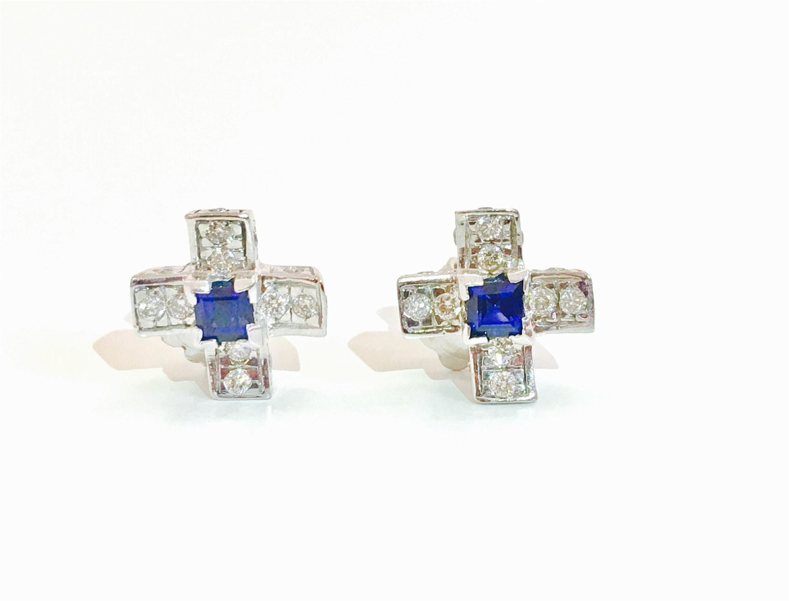 14K Gold. 1.00 CT diamond & Blue Sapphire Stud Earrings