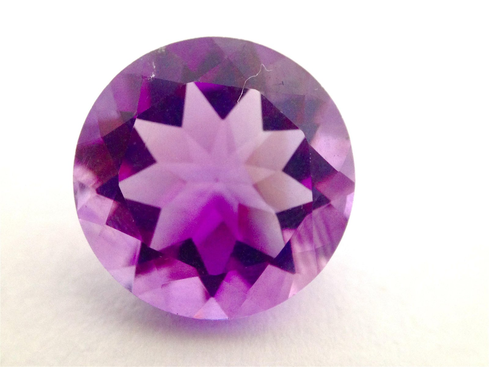 7.95ct Amethyst Loose Gemstone. AAA quality, round cut