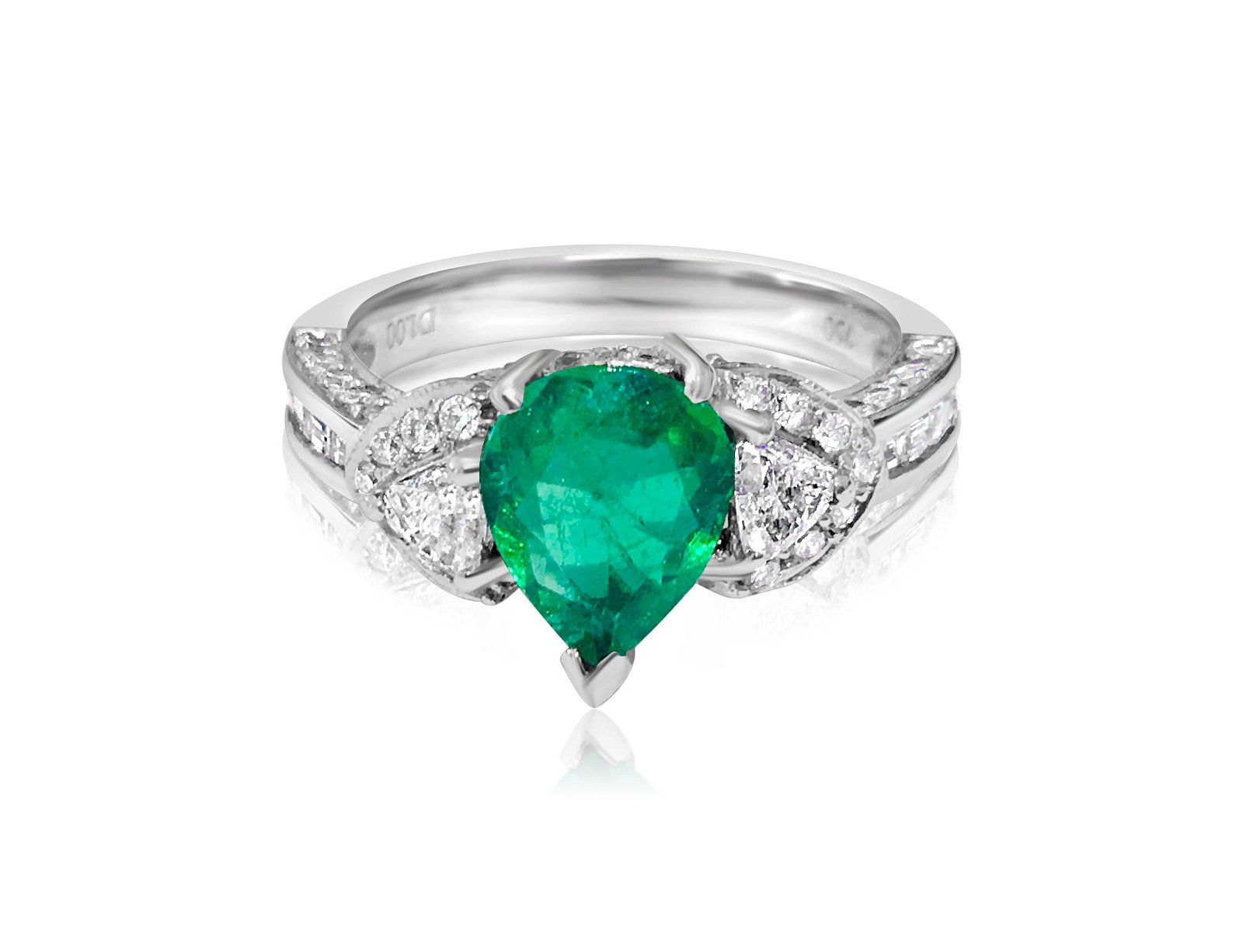 18K, 100% Natural Colombian Emerald and Diamond Ring