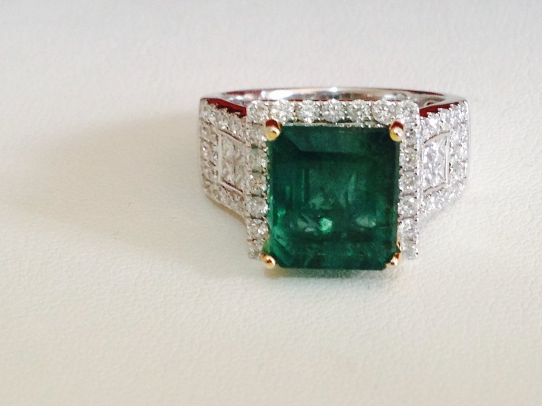 5.5 CT Natural Emerald And  Diamond Ring