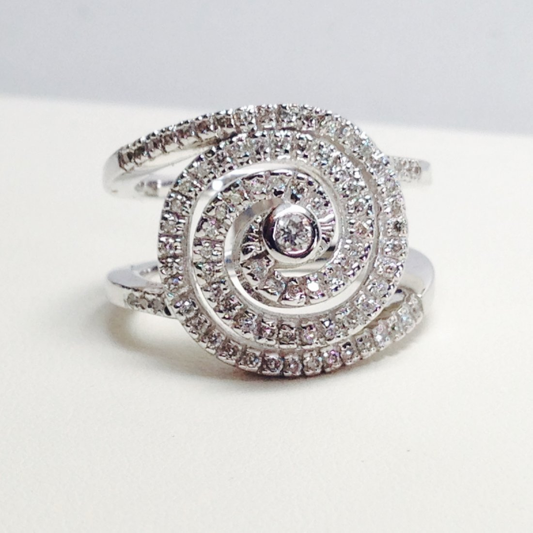 18k White Gold Diamond Swirl Ring