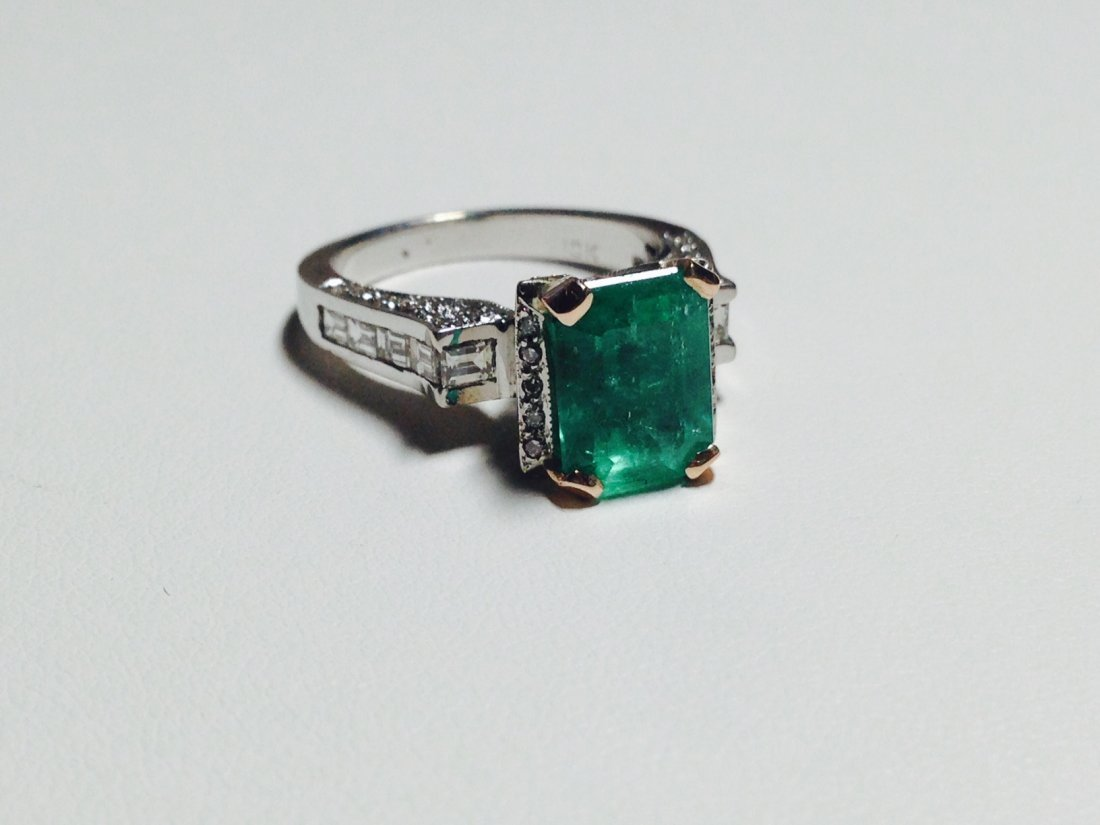 18K WHITE GOLD AND HIGH QUALITY Emerald & Diamond Ring