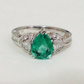 18k Gold Natural Colombian Emerald & Diamond Ring